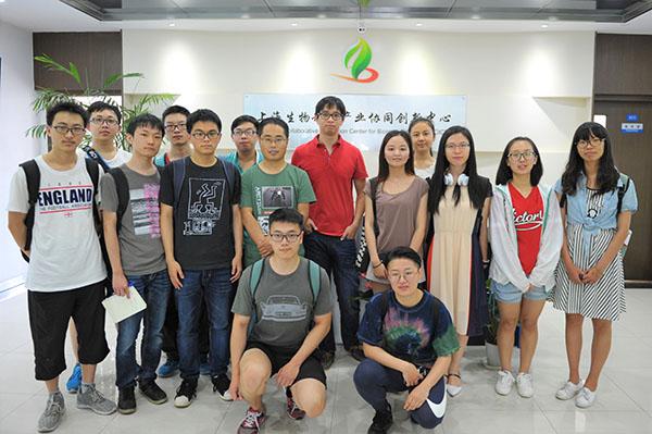 上海交大学生来我公司参观