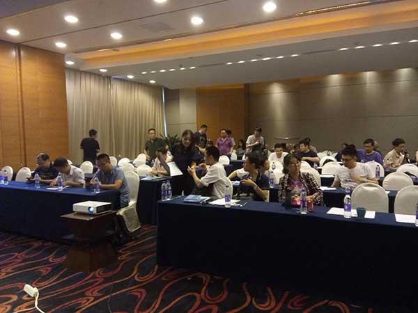 国强公司总经理郭美锦教授在2018梅特勒过程分析产品技术交流会作报告