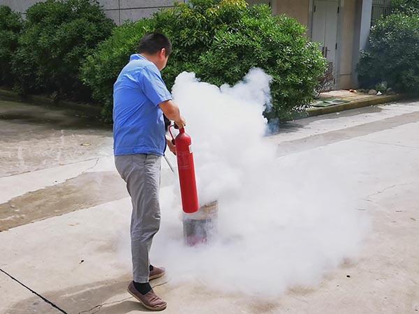 公司开展消防应急演练